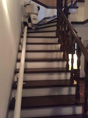 曲線型階段昇降機