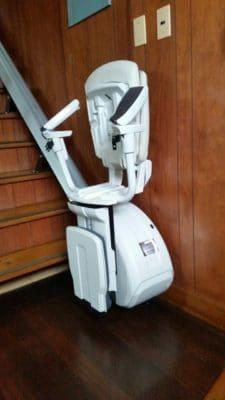 階段昇降機(折り畳んだ状態)