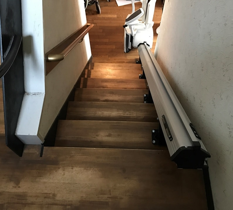 階段リフト(手すり逆)